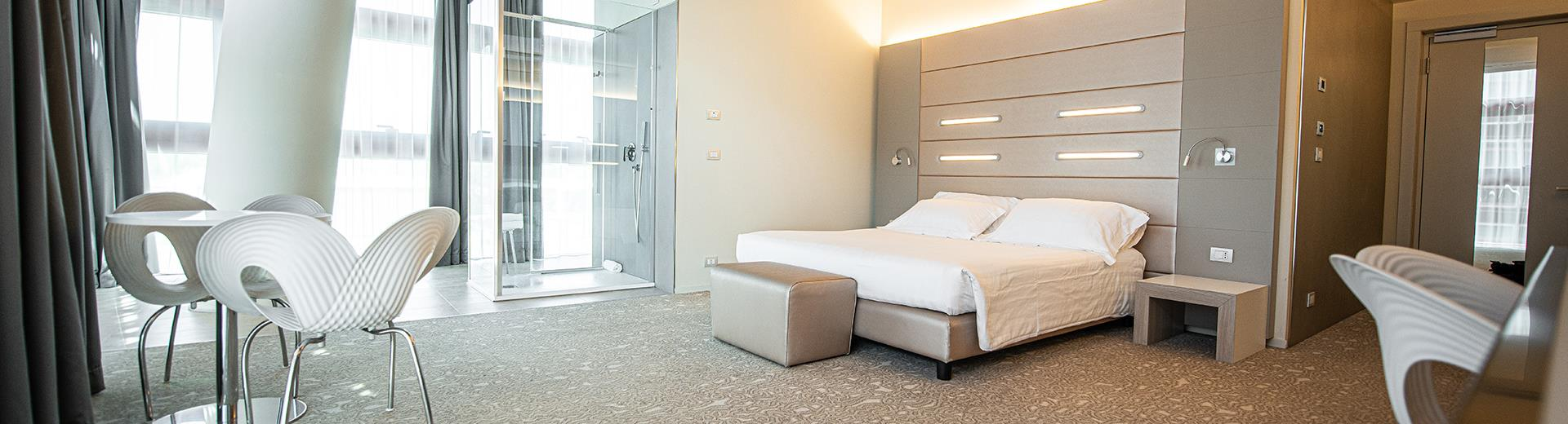 Ampiezza, comfort e design nelle camre superior del BW Plus Net Tower Hotel
