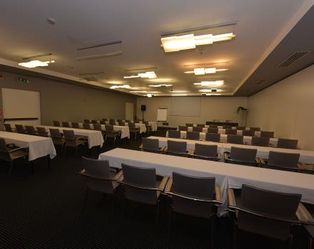 Plan your meetings for up to 250 people in Padua to Net Tower Hotel: discover all our services business!
